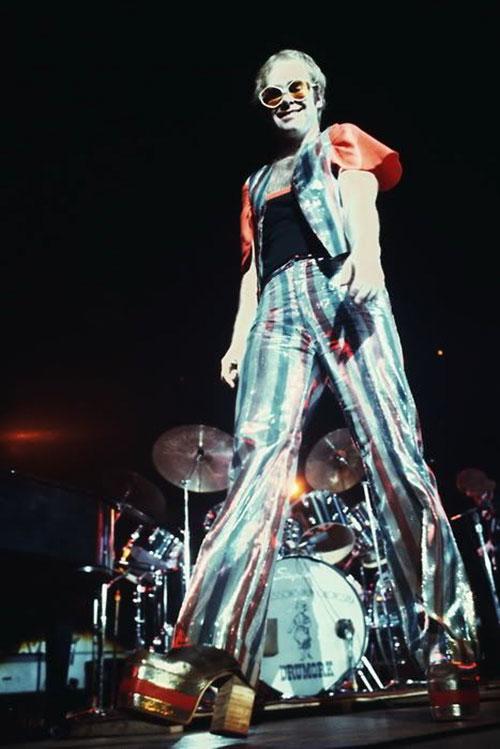 Elton John'S Outfits